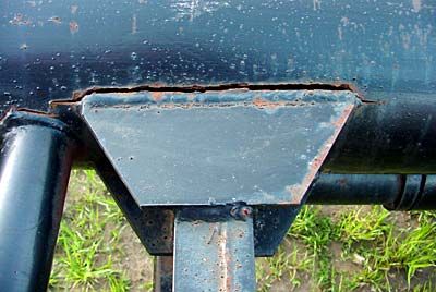 Orange Ox - Orange Ox Self Un-loading Hay Trailers - This happened to a single latch trailer. You never have to worry about this happening on the Orange Ox with our double latch system.